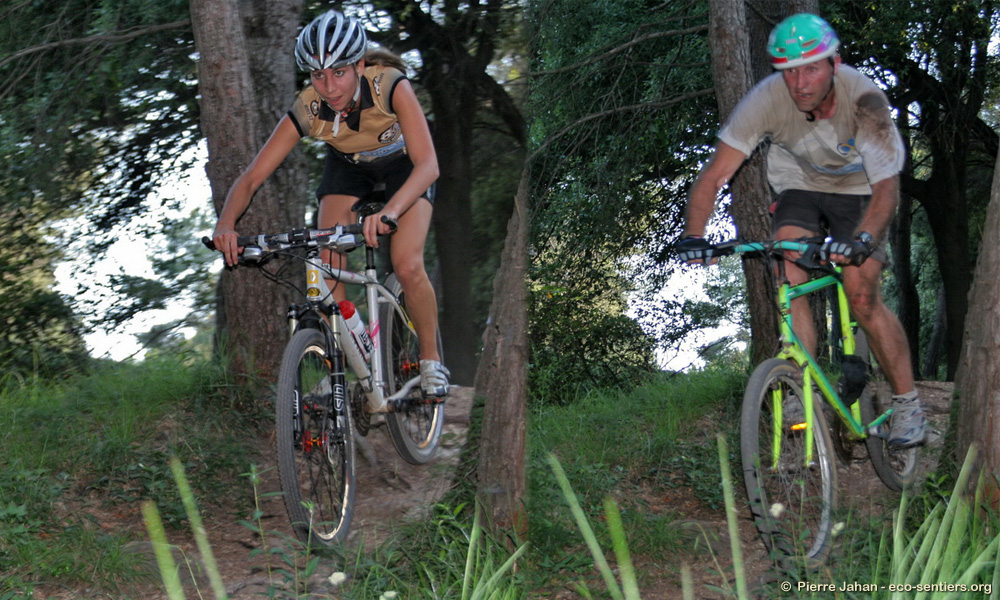 Deux styles opposés aux VTT des Jeux de Sophia 2009 !
